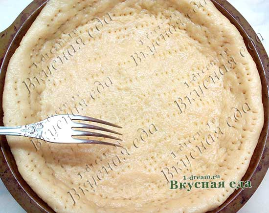 Выложить тесто в форму для пирога