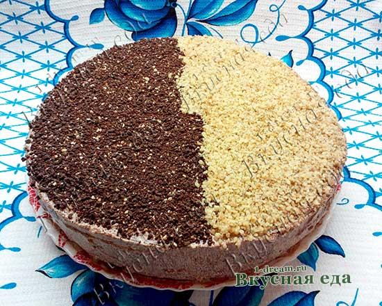 Шоколадный бисквитный торт с орехами