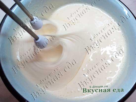 Добавить муку в бисквитное тесто