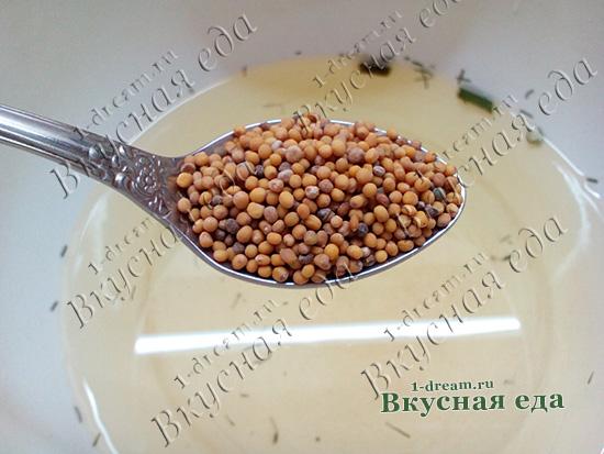 Положить семена горчицы в маринованные огурцы