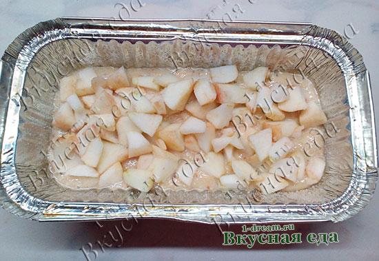 Яблоки положить в тесто
