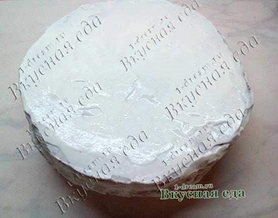 Намазать медовик сметанным кремом