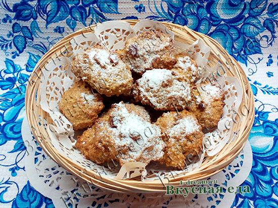 Овсяное печенье без сахара с изюмом готово