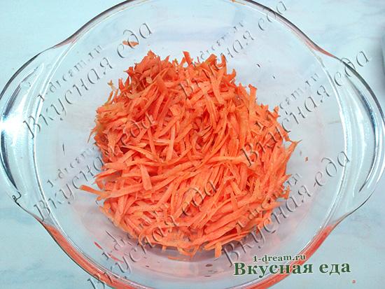 Натереть морковь для индейки тушеной