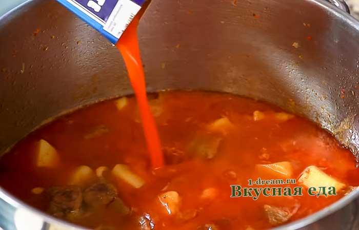 Добавить протертые томаты