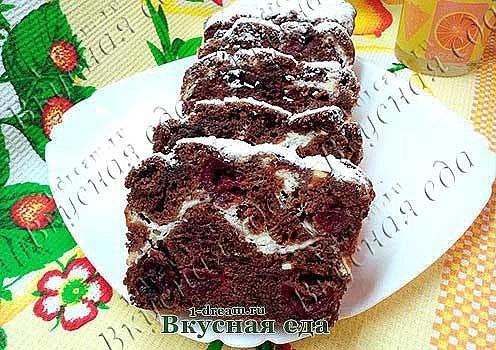 Шоколадный кекс с вишней и творогом
