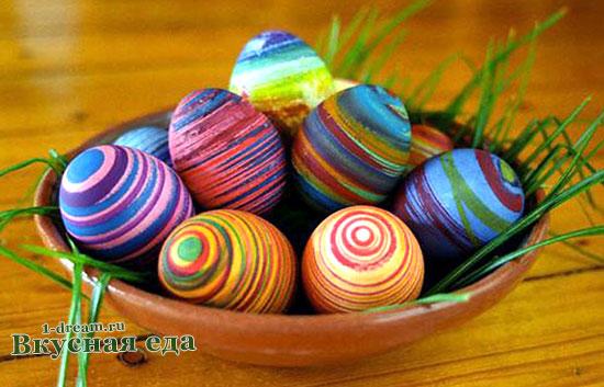 Украсить яйца нитками и бисером