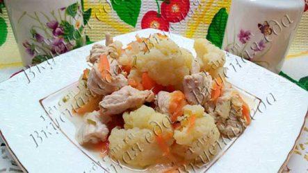 Куриное филе, тушеное с цветной капустой