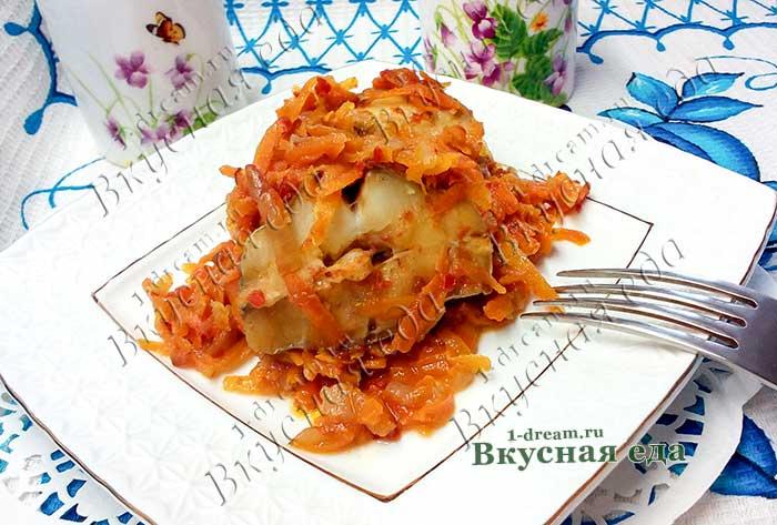 Минтай с морковью и луком запеченный в духовке