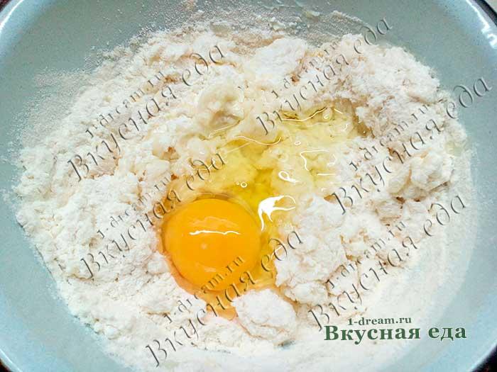 Яйцо в пельменное тесто добавить