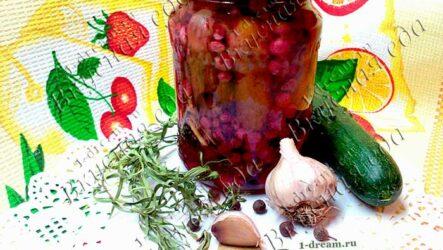 Хрустящие маринованные огурцы с красной смородиной