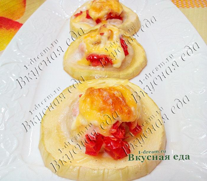 Закуска из кабачков с куриным фаршем в духовке с помидорами и сыром