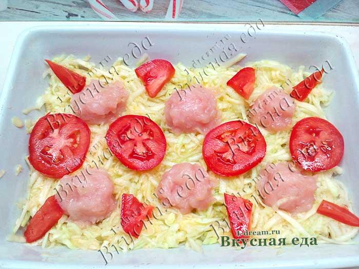 Положить помидоры в кабачковую запеканку