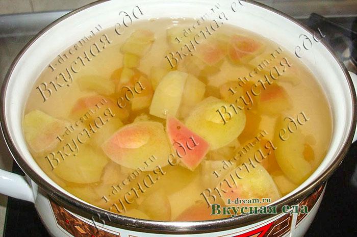 Варим компот из яблок в кастрюле