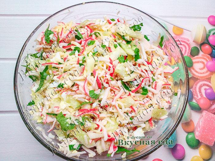 Крабовый салат готов быстро - за 15 минут
