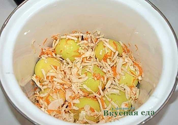 Яблоки и капуста слоями