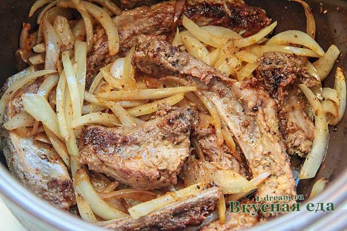 Свиные ребра, жаренные на сковороде