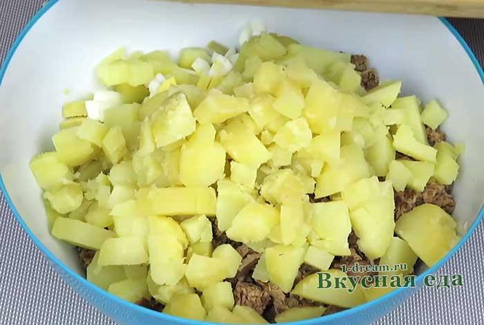 Картофель порезать