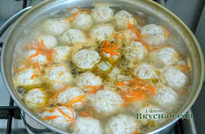 Варим суп с рыбными фрикадельками и овощами