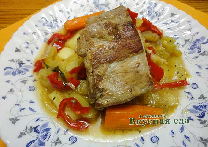 Ребрышки свиные тушеные с овощами