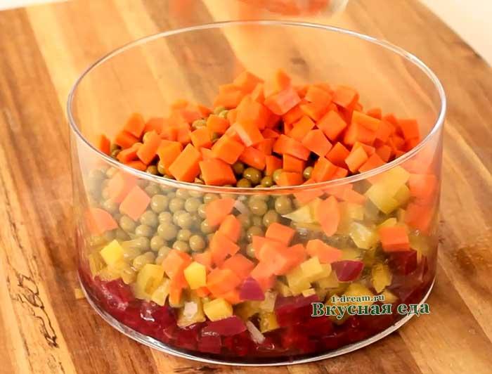 Морковь и картофель порезать