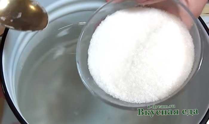 Положить сахар в заливку