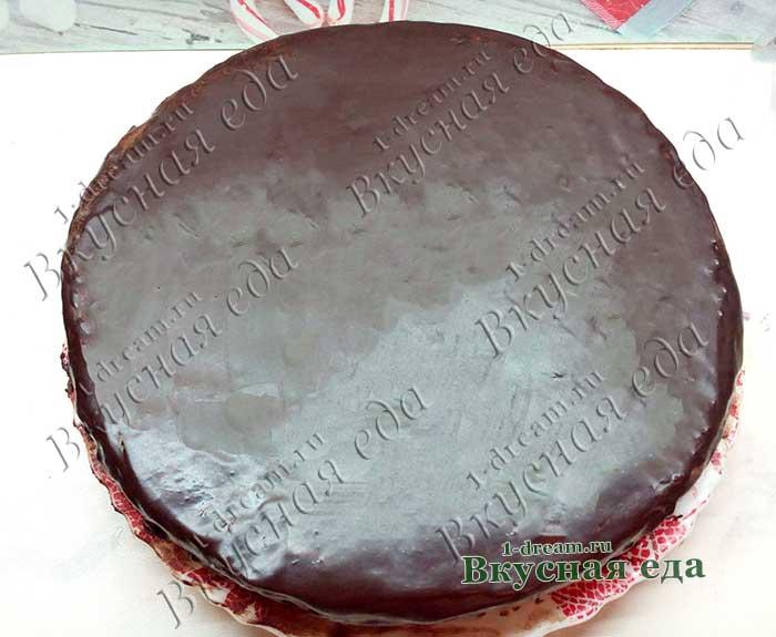 Полит торт шоколадной глазурью