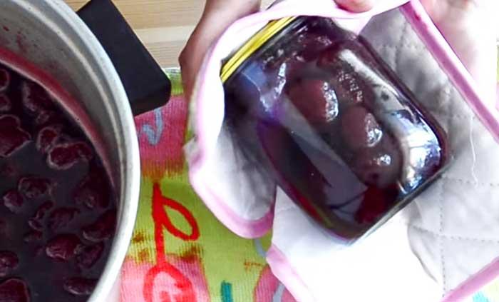 Закатать густое варенье из клубники