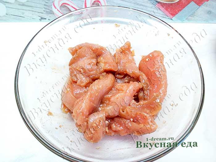 Замариновать куриное филе в соусе
