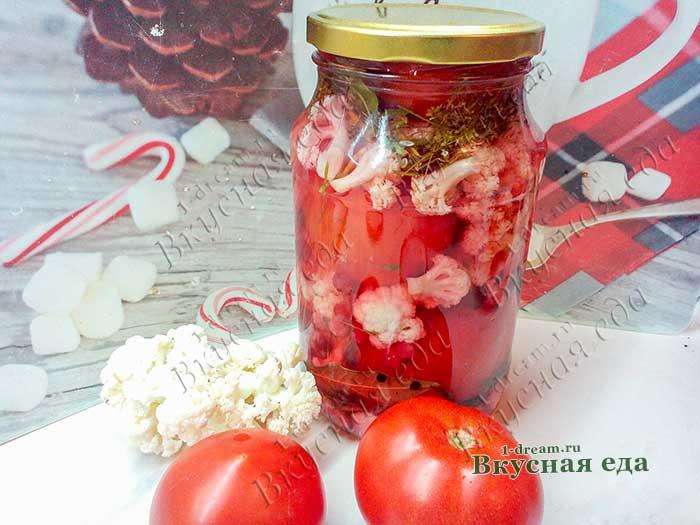 Помидоры маринованные с красной смородиной и цветной капустой