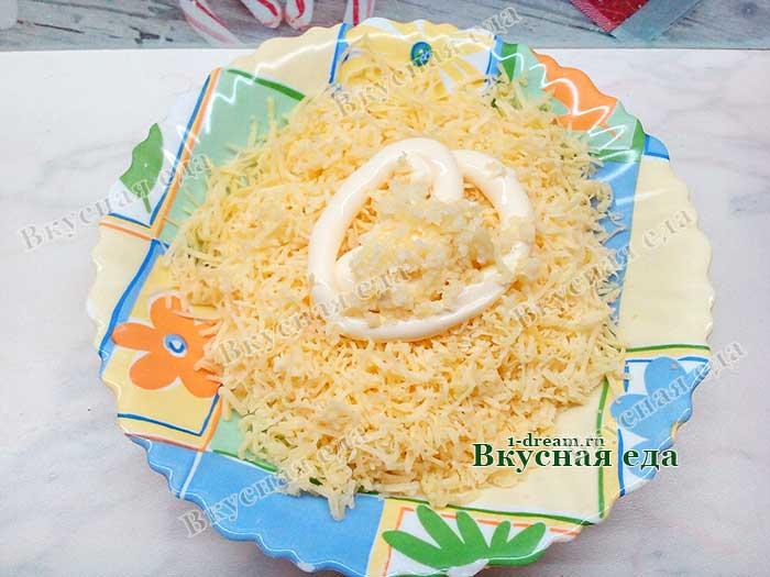 Смешать сыр чеснок и майонез