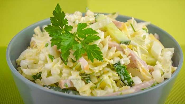 Салат изпекинской капусты с ветчиной и сыром