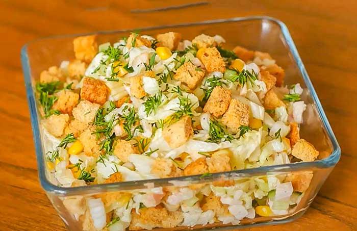Салат с пекинской капустой и сухариками рецепт с фото