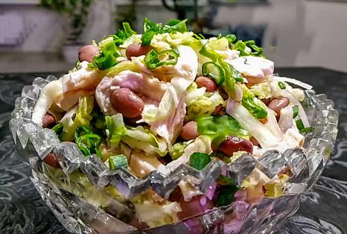 Салатиз пекинской капусты с фасолью, кукурузой и курицей