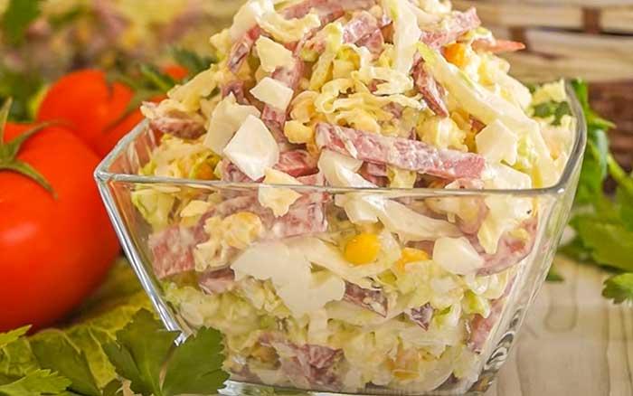 Салат из пекинки с колбасой
