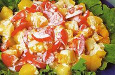 Салат из апельсинов с ананасами и помидорами