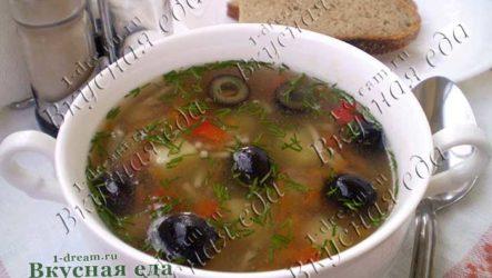Куриный суп с вермишелью и маслинами