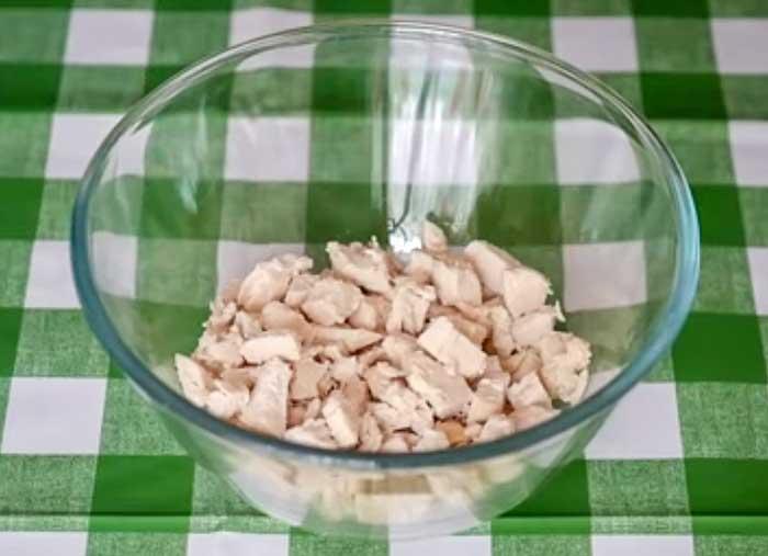 Слой куриного филе в салате